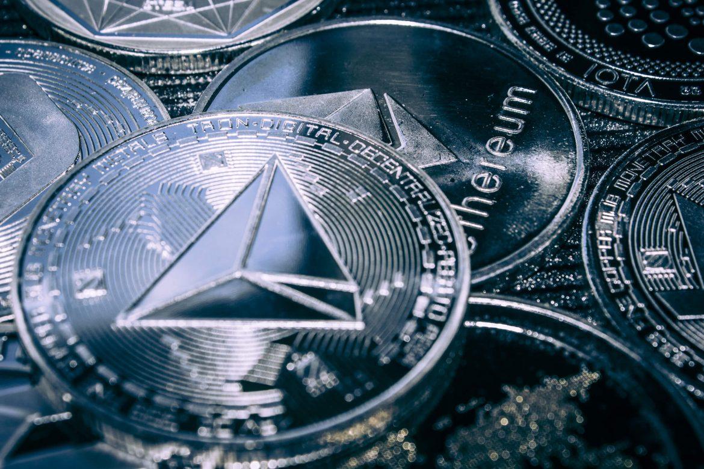Професионални обучения и безплатна криптовалута – образователен пакет трон